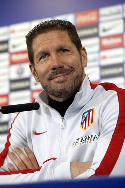 El DT del Atlético de Madrid, el argentino Diego Simeone, en rueda de prensa en el estadio Vicente Calderón. EFE