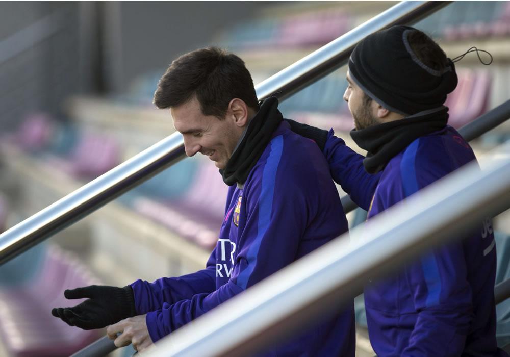 Lionel Messi y Jordi Alba del FC Barcelona poco antes del entrenamiento. Foto: EFE