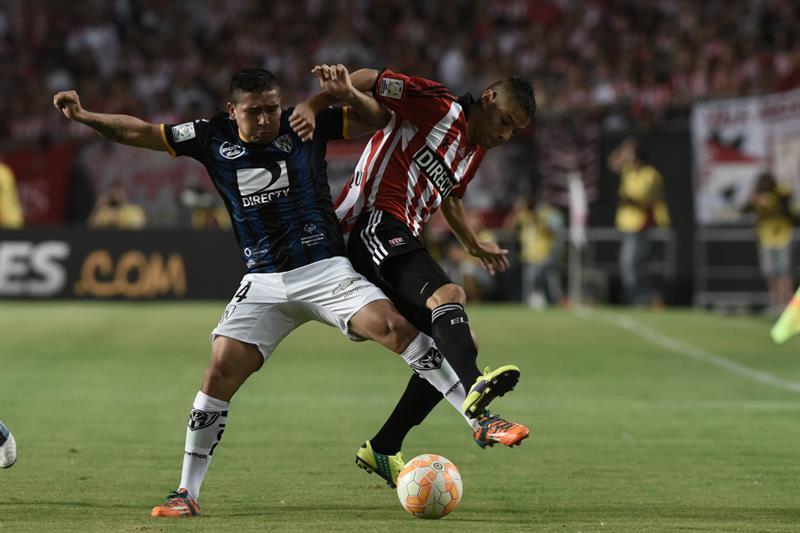 Estudiantes de La Plata goleó 4-0 a Independiente del Valle y avanzó en la Copa Libertadores. EFE