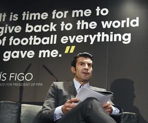 """Luis Figo propone una Copa del Mundo """"con 40 ó 48 países"""""""