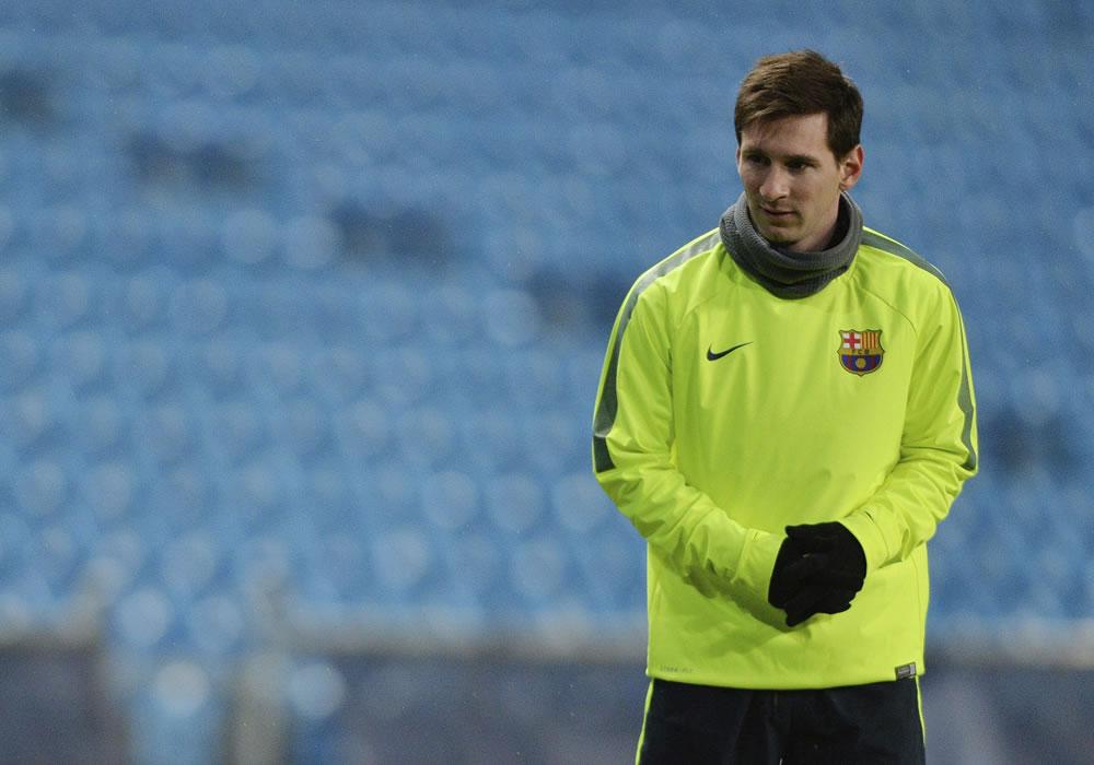 El delantero argentino del FC Barcelona Lionel Messi durante el entrenamiento del equipo celebrado en el estadio Etihad de Manchester. Foto: EFE