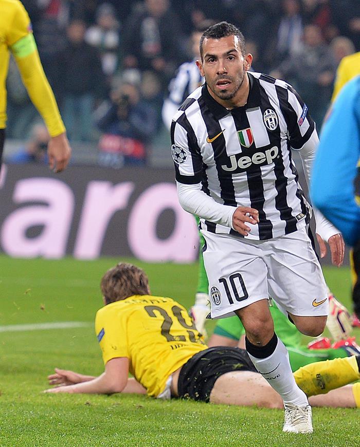 El jugador del Juventus Carlos Tevez celebra después de anotar un gol. Foto: EFE