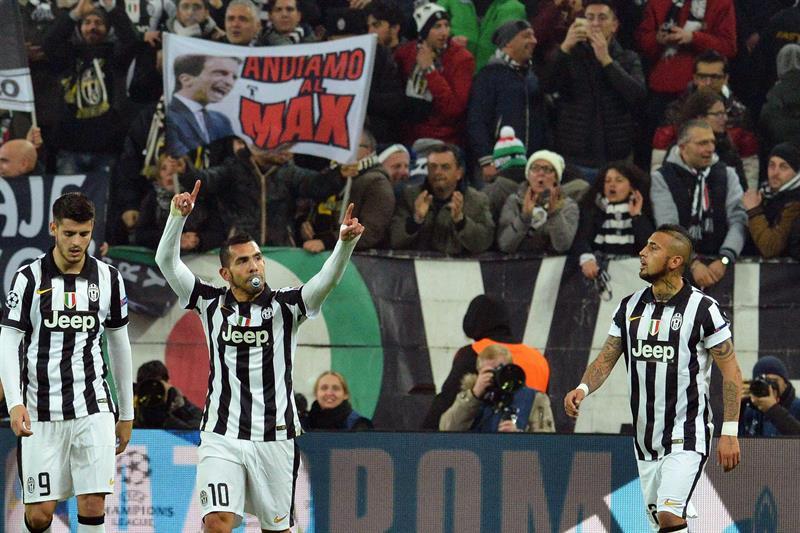 El jugador del Juventus Carlos Tevez (c) celebra después de anotar un gol. Foto: EFE