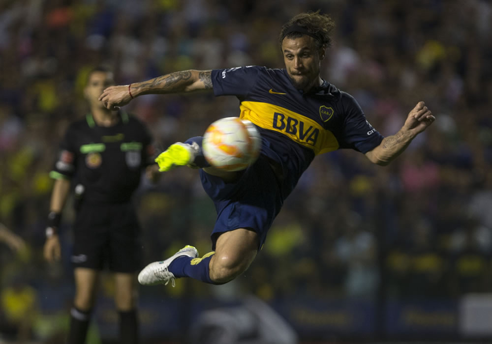 Boca acumula seis triunfos en fila durante esta temporada tendrá el domingo una exigente visita a Colón, en Santa Fe. EFE