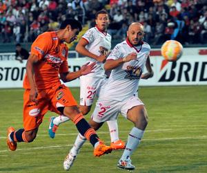 Universitario de Sucre y Huracán igualaron sin goles