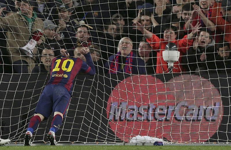 El delantero argentino del FC Barcelona, Leo Messi, se lamenta de una ocasión ante el Manchester City. EFE