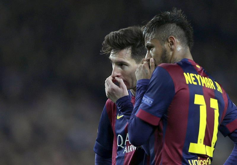 Los delanteros del FC Barcelona, el argentino Leo Messi (i) y el brasileño Neymar. EFE