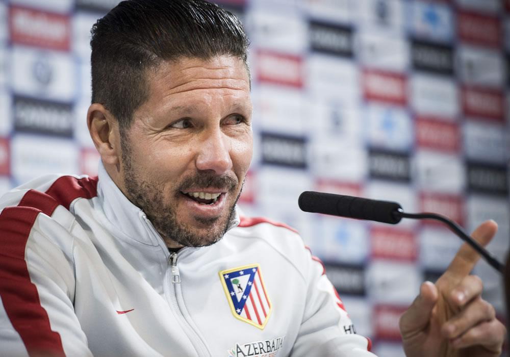 El técnico del Atlético de Madrid, Diego Pablo Simeone, durante la rueda de prensa que ofreció tras el entrenamiento que la plantilla rojiblanca. Foto: EFE