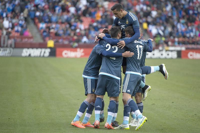Argentina anotó con Renderos (autogol) y Mancuello. Foto: EFE