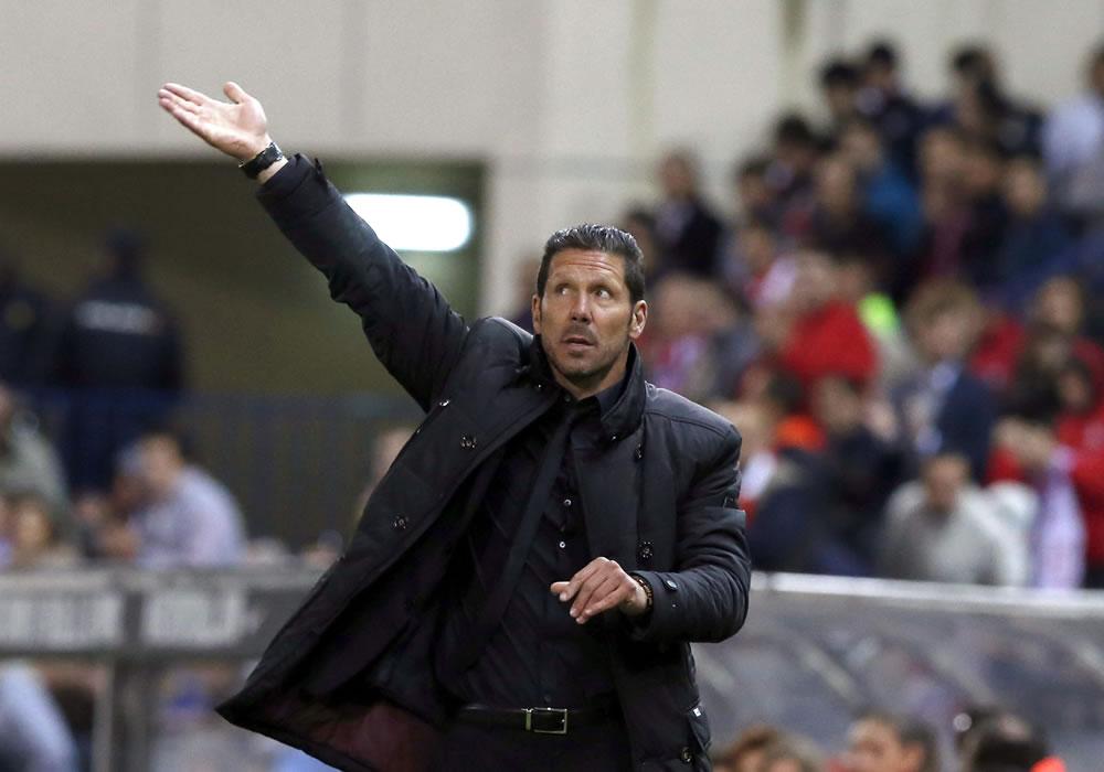 El entrenador del Atlético de Madrid, el argentino Diego Simeone, durante el partido de la trigésima jornada de liga de Primera División. Foto: EFE