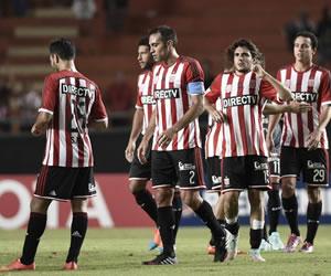 Estudiantes pierde el partido y el liderato ante Atlético Nacional
