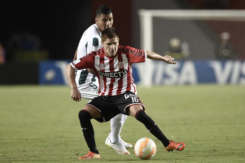 Estudiantes cayó ante Atlético Nacional y su clasificación deberá esperar. EFE