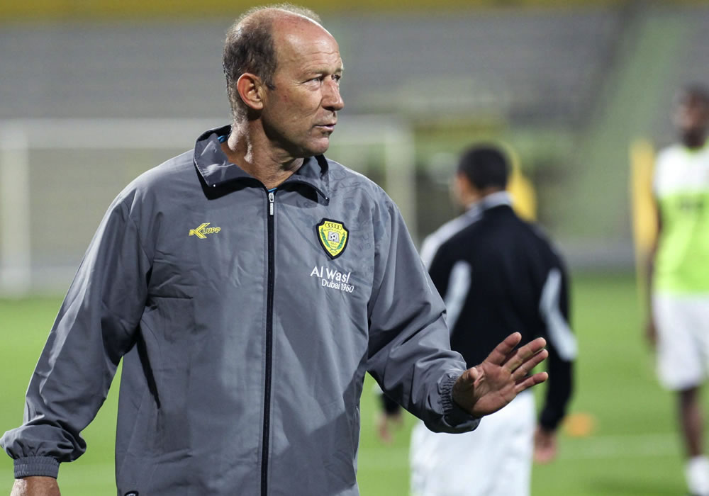 Fotografía cedida por el club Al Wasl de Dubái del entrenador argentino Gabriel Humberto Calderón, que ha renovado por dos años con el equipo. Foto: EFE