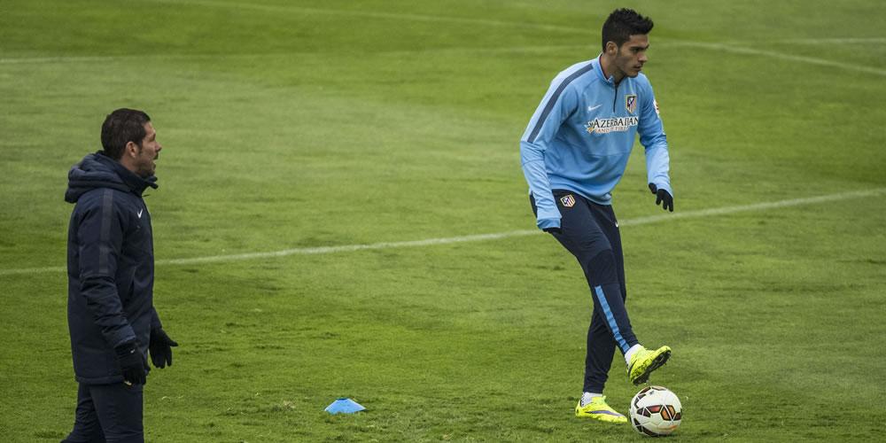El técnico del Atlético de Madrid, Diego Pablo Simeone, durante el entrenamiento que la plantilla rojiblanca. Foto: EFE