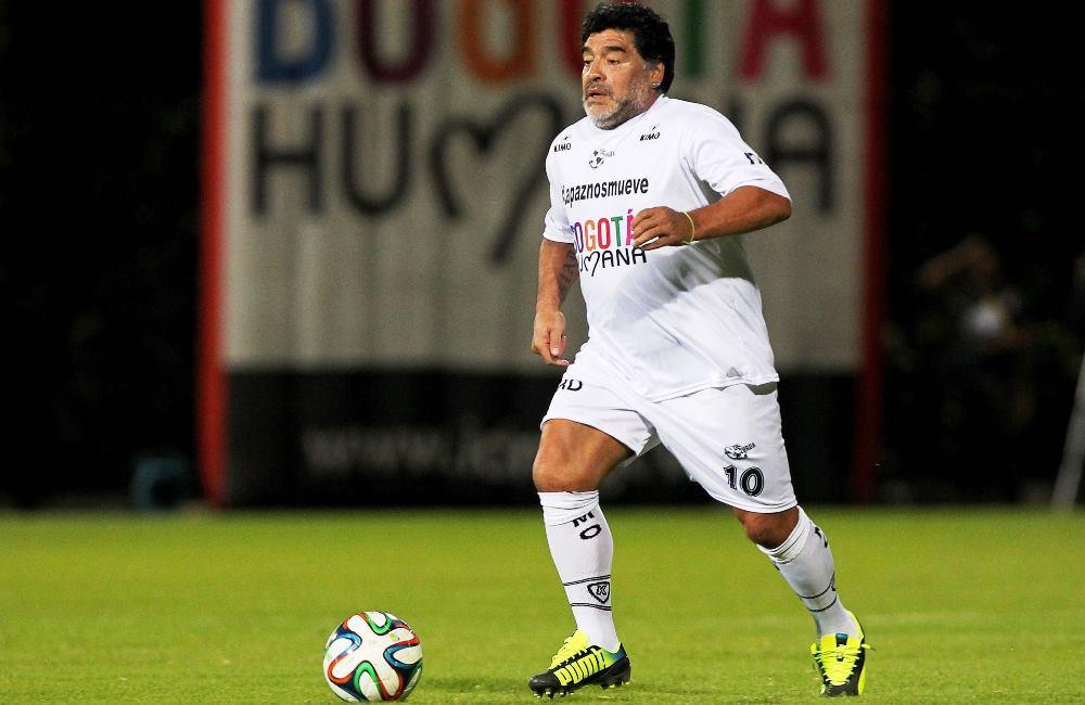 Diego Maradona causó polémica en Bogotá. Foto: EFE