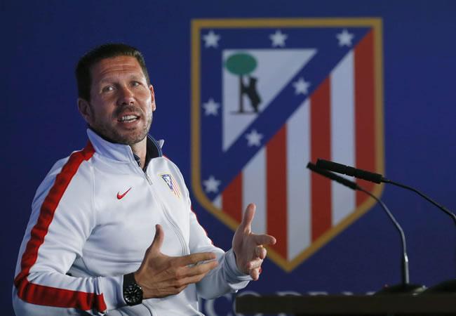 El entrenador del Atlético de Madrid, el argentino Diego Simeone, al inicio de la rueda de prensa. Foto: EFE
