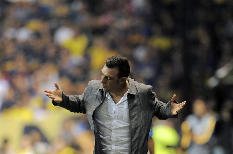 El entrenador de Palestino de Chile Pablo Guede durante un encuentro con Boca. EFE
