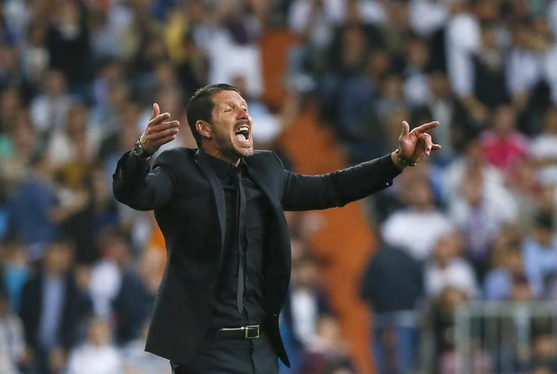 El argentino Diego Simeone, entrenador del Atlético de Madrid, durante el partido de vuelta de cuartos de final de la Liga de.Campeones. Foto: EFE