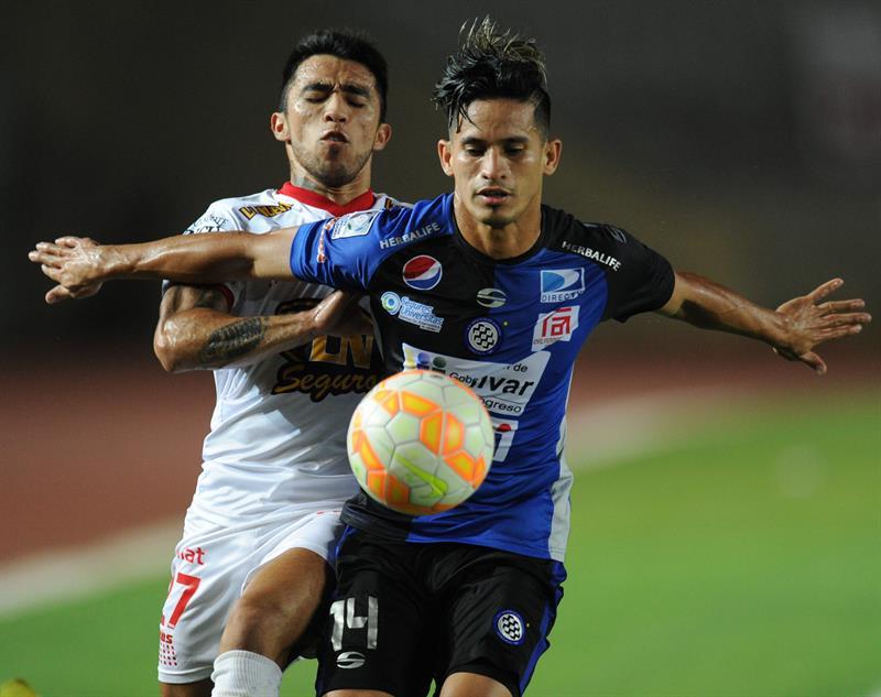Huracán fue vapuleado en Venezuela y quedó eliminado de la Copa Libertadores. EFE