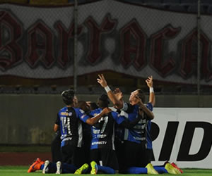 Huracán cae goleado ante un Mineiros que se acuerda de ganar
