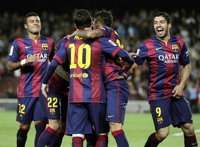 Los jugadores del FC Barcelona celebran el segundo gol del argentino Leo Messi (2i), sexto del equipo ante el Getafe CF. Foto: EFE