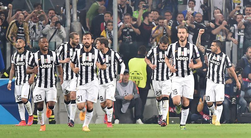 El jugador de Juventus Carlos Tevez (d) celebra después de anotar un gol ante Real Madrid. EFE