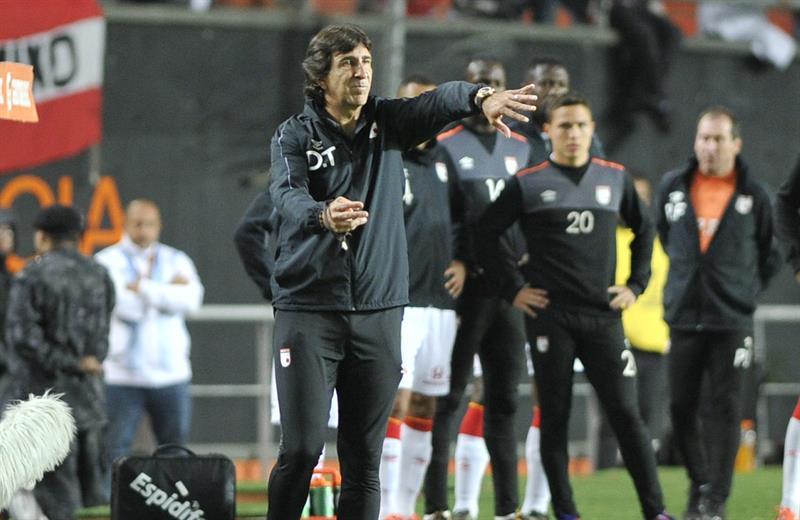 El entrenador de Independiente Santa Fe, Gustavo A. Costas Makeira. EFE