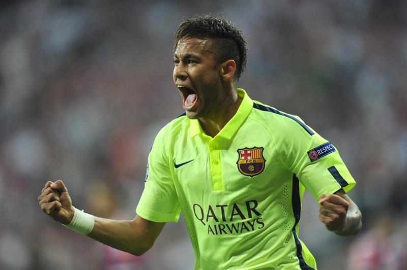 El jugador de Barcelona Neymar celebra después de anotar el gol del empate. Foto: EFE