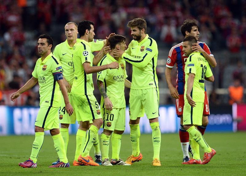 El jugador del Barcelona Lionel Messi (c) celebra con sus compañeros, al final del segundo partido de una de las semifinales de la Liga de Campeones. Foto: EFE