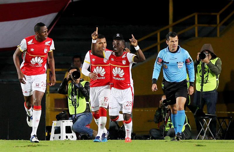 Estudiantes perdió en Bogotá ante Independiente Santa Fe y se quedó afuera de la Copa Libertadores. EFE