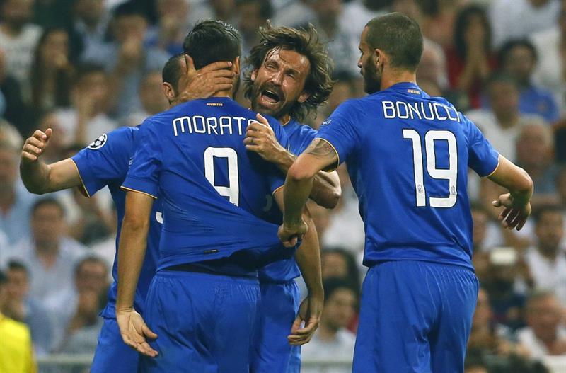 Los jugadores de la Juventus felicitan a Morata (i) tras marcar ante el Real Madrid, durante el partido de vuelta de la semifinal. Foto: EFE