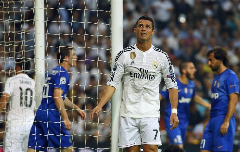 El delantero portugués del Real Madrid, Cristiano Ronaldo, se lamenta de una ocasión fallada ante la Juventus. EFE