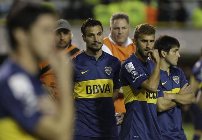 Los jugadores de Boca tras la agresión a los jugadores de River. Foto: EFE