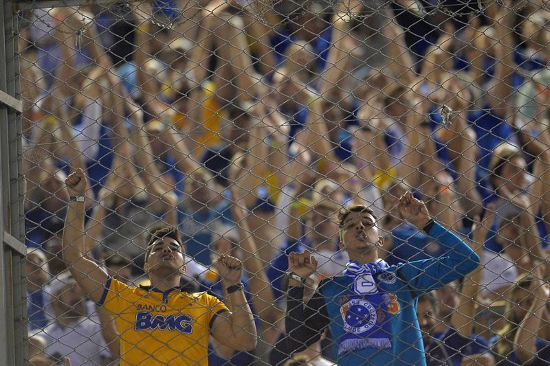 Aficionados del Cruzeiro asisten al partido frente a River Plate. Foto: EFE
