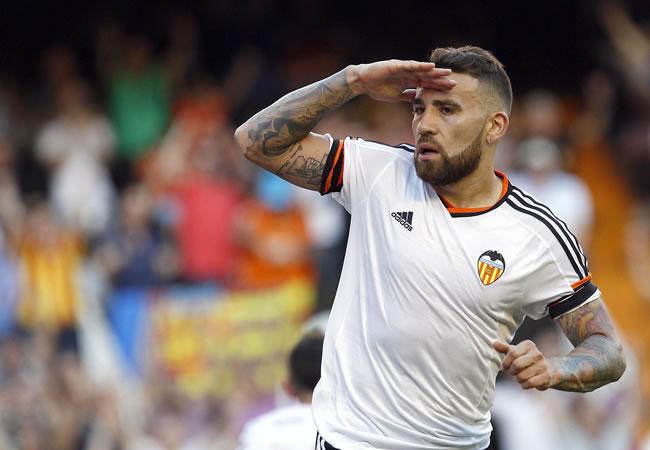 El centrocampista argentino del Valencia Nicolás Otamendi celebra el gol ante el Celta de Vigo. Foto: EFE