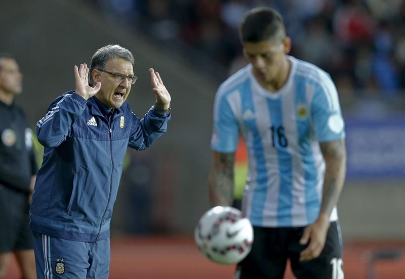 Argentina, con goles de Agüero y Messi, empató 2-2 con Paraguay, que marcó con Valdez y Barrios. Foto: EFE.