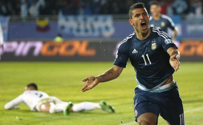 Sergio 'Kun' Agüero se vistió de héroe ante Uruguay. Foto: EFE