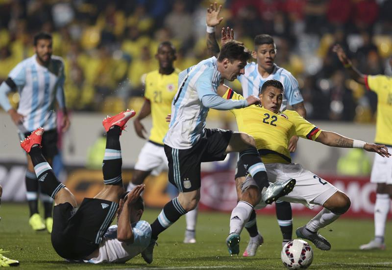 Entre argentinos y colombianos salió el tercer semifinalista de la Copa América. Foto: EFE.