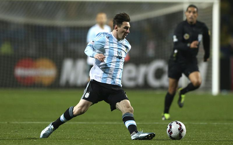 Entre argentinos y colombianos salió el tercer semifinalista de la Copa América. Foto: EFE