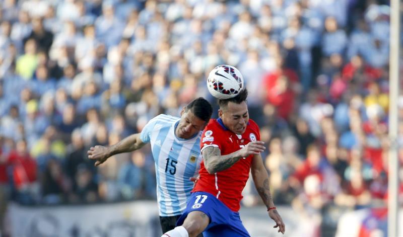 Chilenos y argentinos jugaron la final de la Copa América. Foto: EFE.