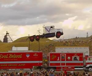 Youtube: Camión salta 50 metros y rompe récord
