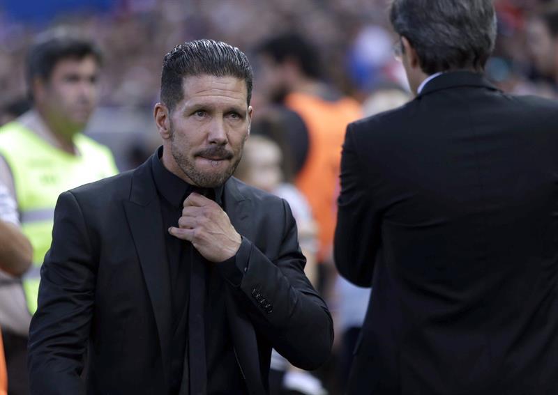 El entrenador del Atlético de Madrid, Diego Pablo Simeone durante el partido ante el Barcelona. Foto: EFE
