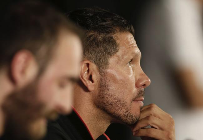 El entrenador argentino del Atlético de Madrid, Diego Simeone, ofrece una rueda de prensa en Eibar. EFE