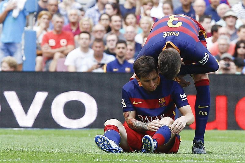 Messi sufrió la rotura de ligamento interno y no jugará unas ocho semanas. EFE