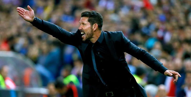 El técnico argentino del At. de Madrid, Diego Pablo Simeone, durante el encuentro correspondiente a la séptima jornada. EFE