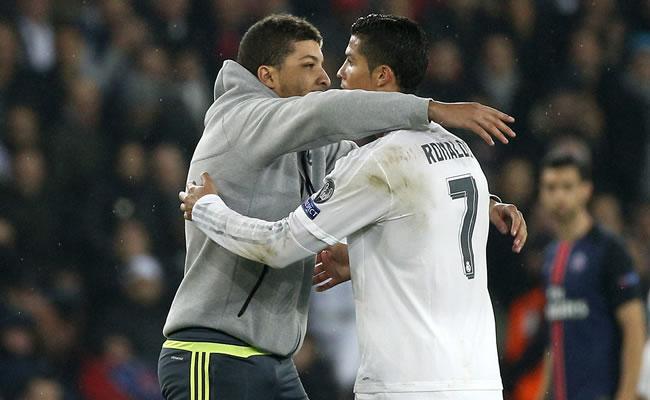 PSG vs. Real Madrid: Lo que usted no vio del hincha que abrazo a Ronaldo
