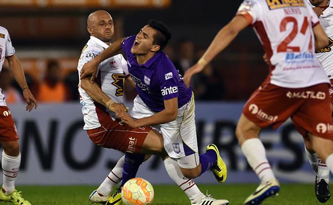 Huracán venció a Defensor Sporting por 1-0 con gol de Ramón 'Wanchope' Ábila. Foto: EFE