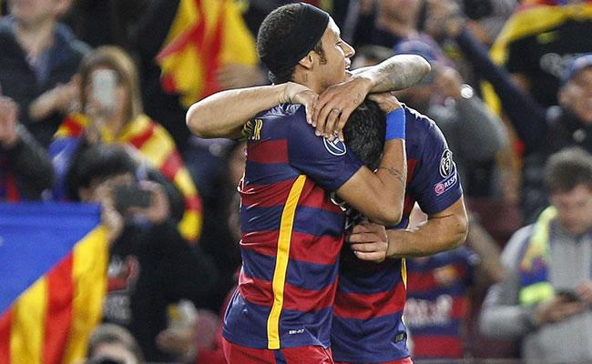 Neyrmar y Suarez celebran uno de los tantos del Barcelona frente al Bate Borisov. Foto: EFE