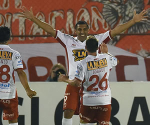 Huracán venció a River Plate y jugará la final con Santa Fe