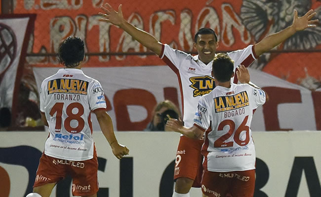 Ramón Ábila marcó el segundo tanto de Huracán vs. River Plate. Foto: EFE